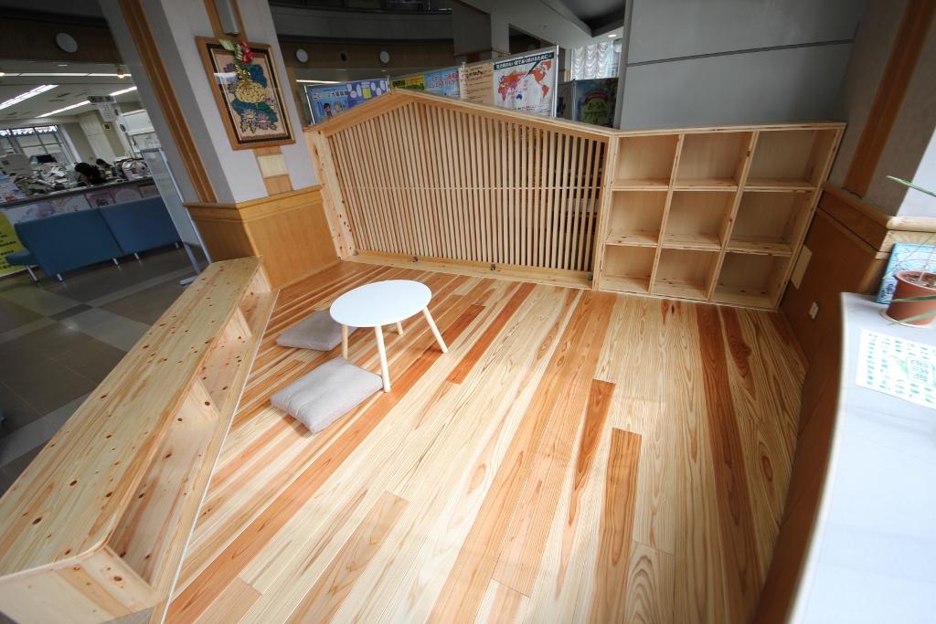 邑南町役場待合室・木育スペース