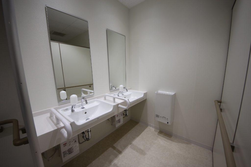 男子トイレ洗面 後
