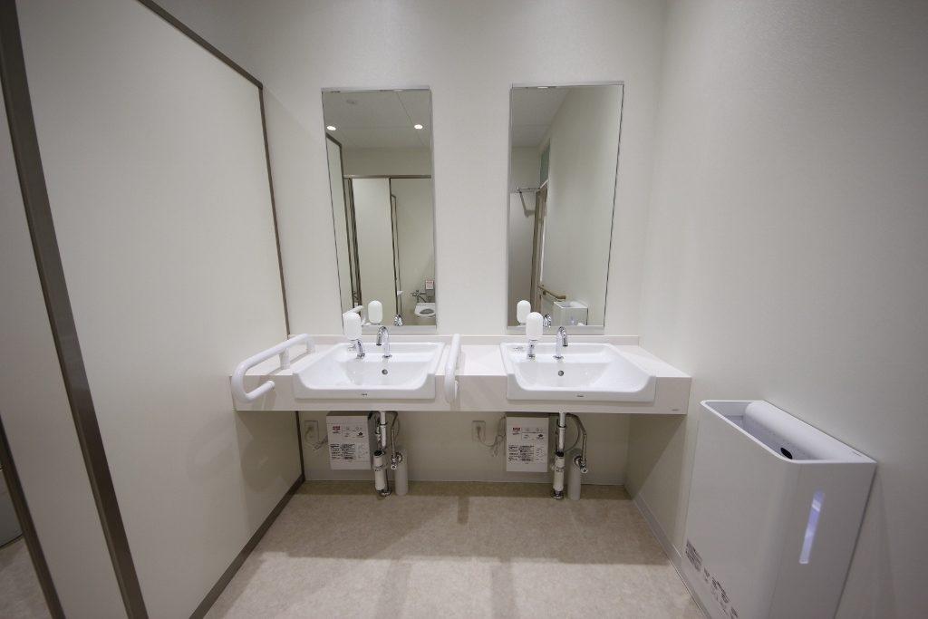 女子トイレ洗面 後